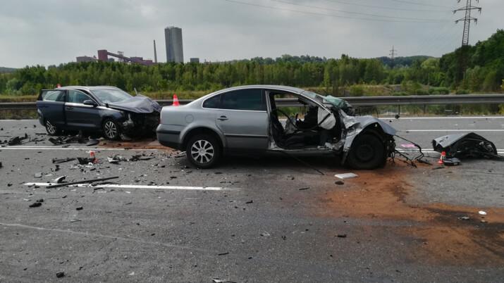 Tragická nehoda v Orlové, po střetu několika aut zemřela žena