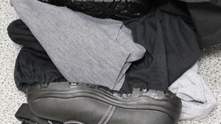 Symbolická rozlučka s věznicí. Muž při odchodu na svobodu ukradl oblečení a čerpadlo