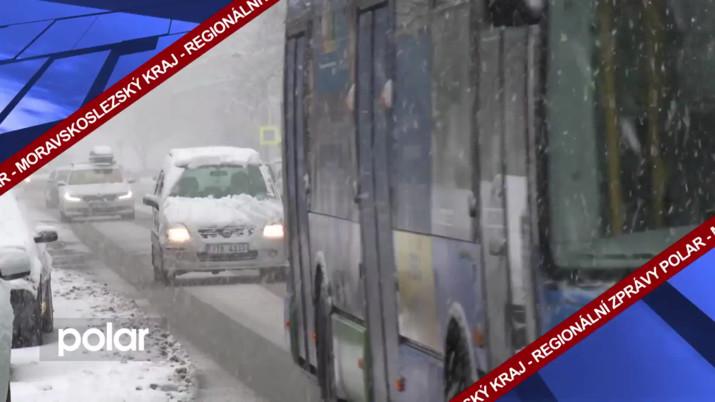 Silničáři dnes nasadili veškerou techniku na odklízení sněhu
