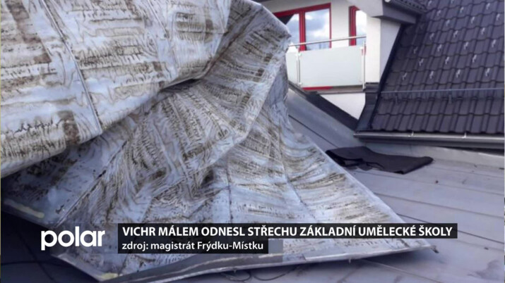 Vítr málem odnesl střechu umělecké školy ve Frýdku-Místku