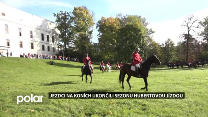 Nádherní teplokrevníci i shetlandské koně předvedli svou krásu v Hubertově jízdě