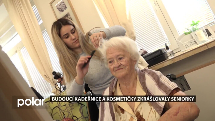 Karvinské babičky doslova omládly poté, co se na ně vrhly budoucí kadeřnice a kosmetičky