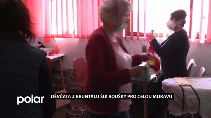 Děvčata z Bruntálu šijí roušky pro celou Moravu