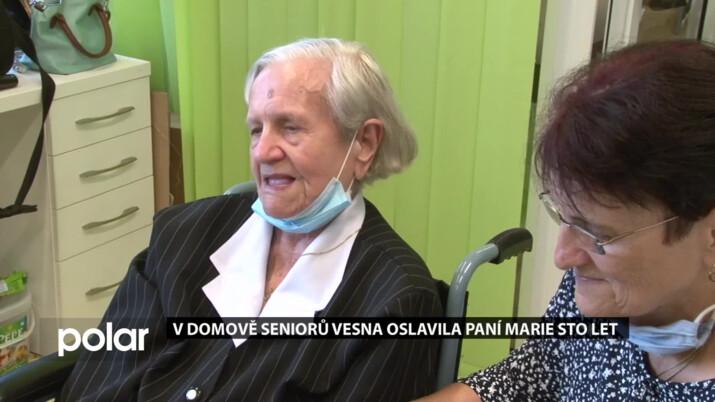 V Domově seniorů Vesna oslavila paní Marie sto let. Seniorka je stále čilá a veselá