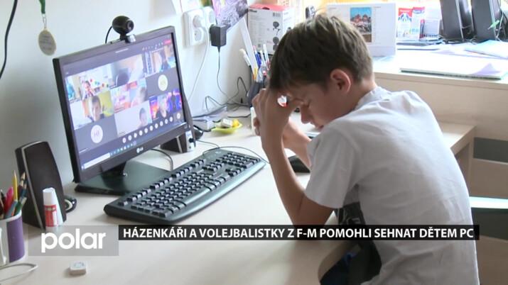 Děti z dětského domova v Čeladné dostaly od sportovců darem počítače pro online výuku