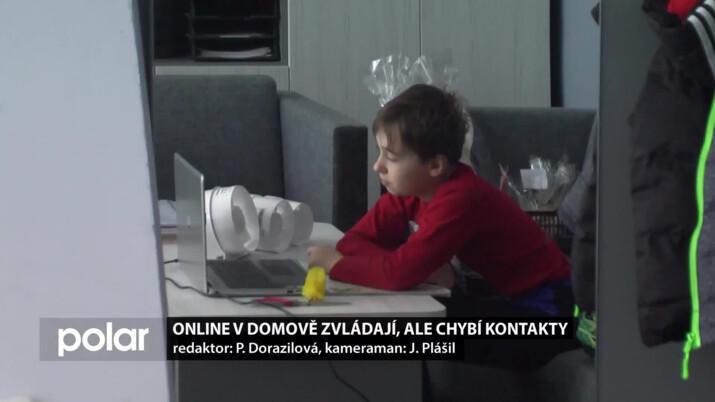 Online v domově zvládají, ale chybí kontakty