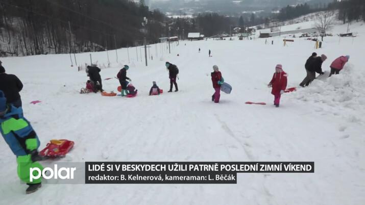 Lidé si v Beskydech užili na sněhu patrně poslední zimní víkend
